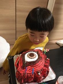 怪獣の顔型立体ケーキ