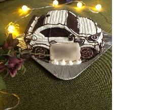 自分の愛車がケーキになったのを見て 感動してました…!(愛車の立体ケーキ)(乗物立体ケーキ)