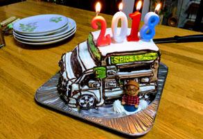 キッチンカーの立体ケーキ