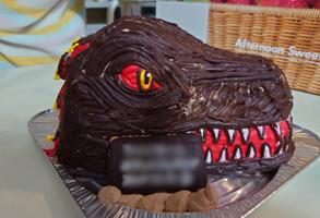 ゴジラの顔型立体ケーキ1.jpg